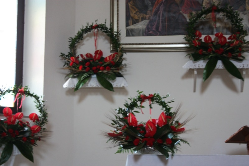 Addobbo floreale per la festivit di san pietro - Addobbi laurea per casa ...