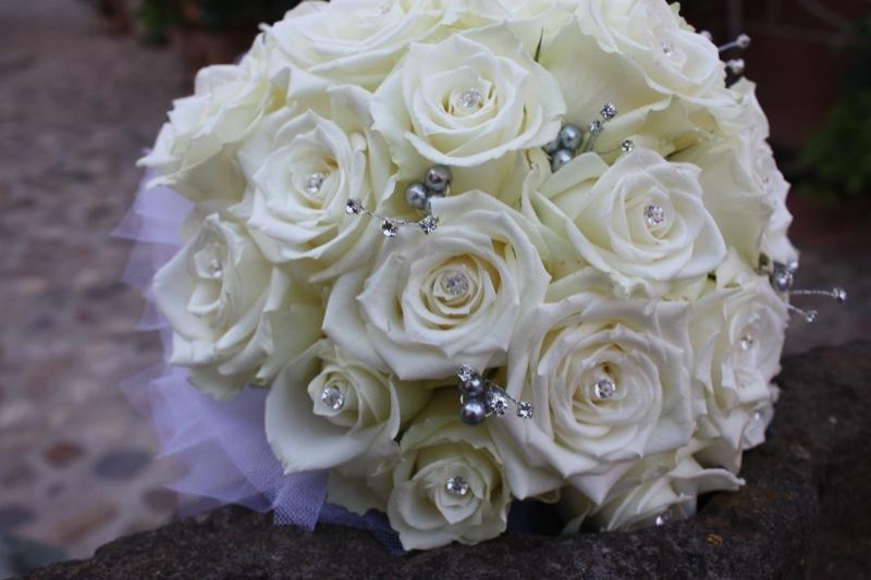 Bouquet Ortensie E Orchidee : Romantic wedding bianco lilla e cuori